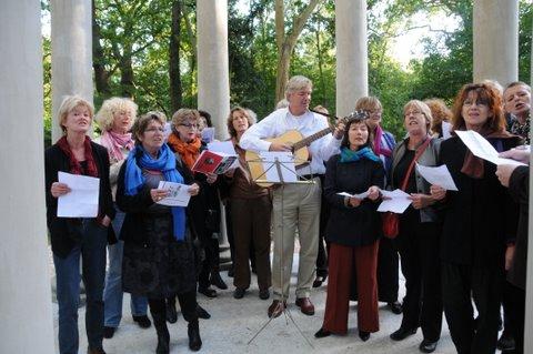 zingen bij koepeltje en wijkkoor